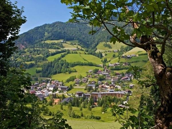 Zwischen dem Badeparadies der Kärntner Seen und dem Alpenhaupt-Kamm erstreckt sich ein herrliches Wandergebiet. Die Nockberge sind ein Geheimtipp für aktive Genießer.