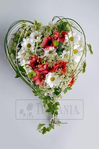 Сердце из полевых цветов. Заказ цветов в Киеве. Цветочный интернет магазин Тюльпания