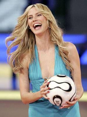 Glamour a la alemana  La modelo Heidi Klum, fiel ejemplo del show germano del sorteo