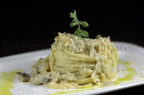 Spaghetti con crema di coda di rospo, melanzane saltate e mollica di pane all'origano