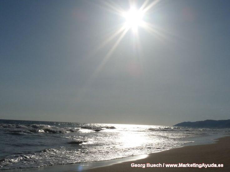Tarde preciosa en la Playa de Castelldefels, al sur de Barcelona (España). De Georg Buech (MarketingAyuda)