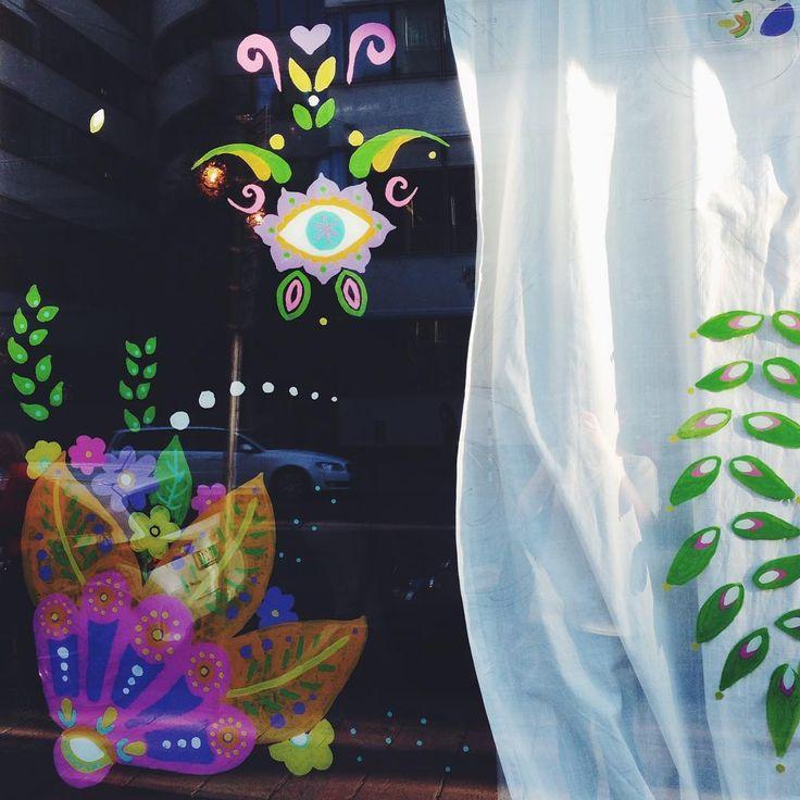 Windowart ● Virki illustration @artbyvirki - instagram (Vira Kiktso) #virki #virkiillustration #illustration #art #paint #painting #window #artist #konst #konstnär #skyltfönster
