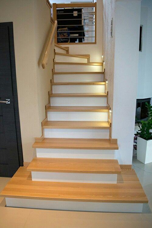 Czy wiesz, że...?  Wchodzenie po schodach przez 60 minut dziennie pozwoli Ci spalić 308 kalorii. No to czas zacząć tworzyć więcej schodów ;).  #schodymika #schody #stairs #schodydrewniane #woodenstairs