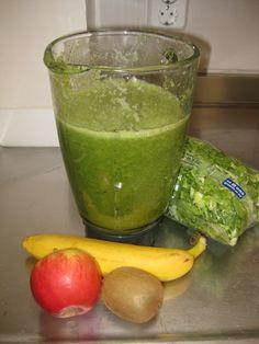 Groene smoothie: andijvie banaan  Ingrediënten  250 gram andijvie - 1 banaan-1 appel-1 kiwi /  Green smoothie: endive banana  ingredients: 250 gr endive - 1 banana - 1 apple - 1 kiwi