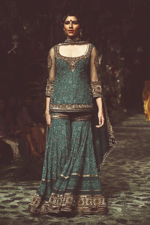 Indian fashion. Tahrun Tahiliani