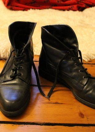 Kaufe meinen Artikel bei #Kleiderkreisel http://www.kleiderkreisel.de/damenschuhe/schnurstiefel/144876945-schwarze-lederstiefeletten-schnurstiefel-granny-boots-40