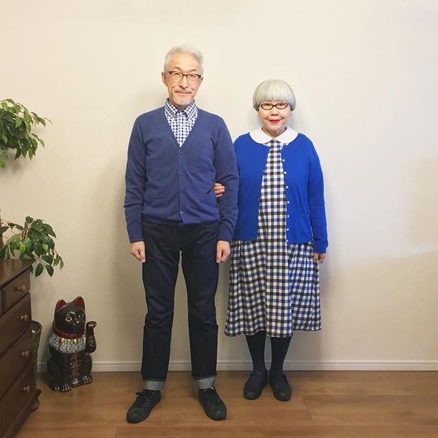 青コーデ🔵🔵 ponのワンピースとbonのシャツが同じチェックです。 bon ・カーディガン(ZOZOTOWN) ・シャツ(ZOZOTOWN) ・ジーンズ(UNIQLO) pon ・カーディガン(PART2) ・ワンピース(SM2) ・ブラウス(楽天) #青コーデ #夫婦 #60代 #ファッション #コーディネート #夫婦コーデ #今日のコーデ #グレイヘア #白髪 #共白髪 #couple #over60 #fashion #coordinate #outfit #ootd #instafashion #instaoutfit #instagramjapan #greyhair ・ 本日の日経新聞夕刊に私達の記事が掲載されたのですが、残念ながら近所のコンビニでは購入することができませんでした😓(後日掲載紙を送っていただけるそうです)