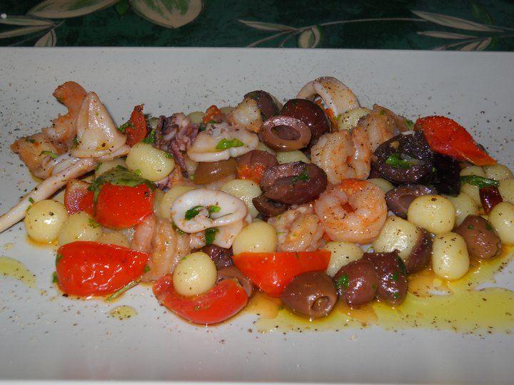 Chicche di patate con calamaretti,gamberi e olive taggiasche