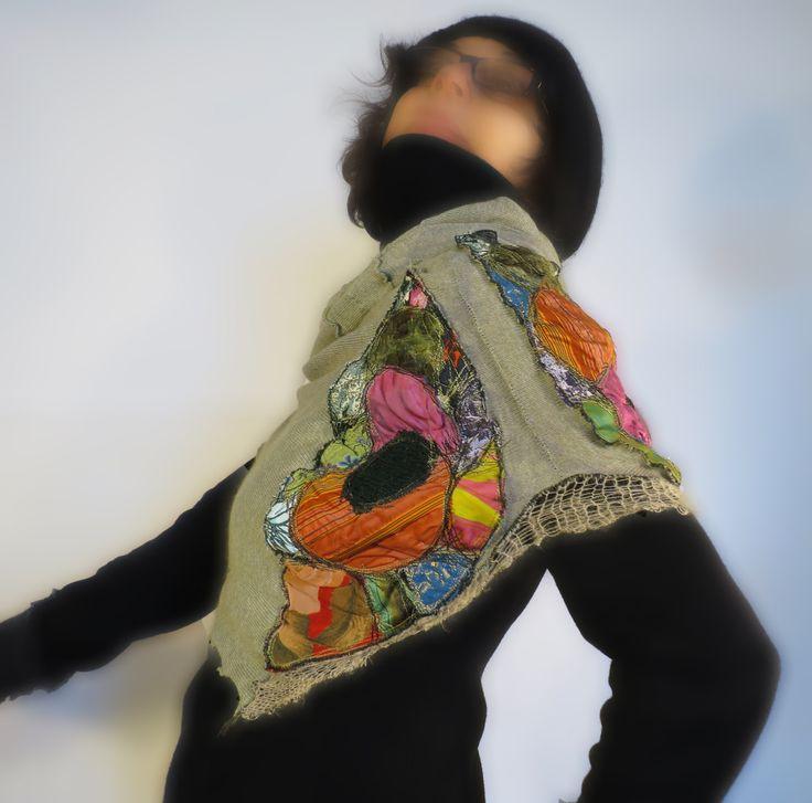 mantella lana,copri spalle,con cappuccio,upcycled gonna di maglia,lana seta velluto,maglia verde chiaro,scialle lana ricamato,taglia 40/44 di decorandom su Etsy