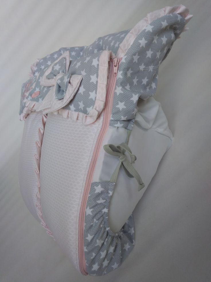Conjunto para el capazo Windoo y para el grupo 0 Creatis de la marca francesa Bébé Confort.  Para el Windoo se hizo saco con colcha cubre ca...