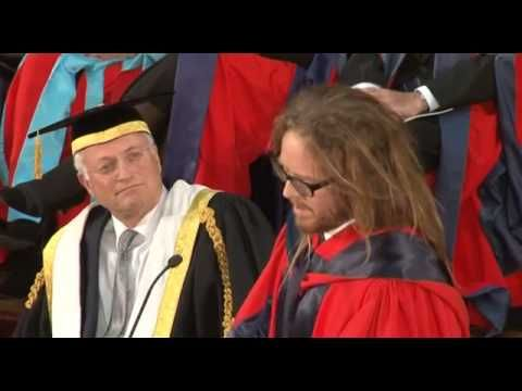 Tim Minchin Occasional Address and Honorary Degree of Doctor of Letters - YouTube