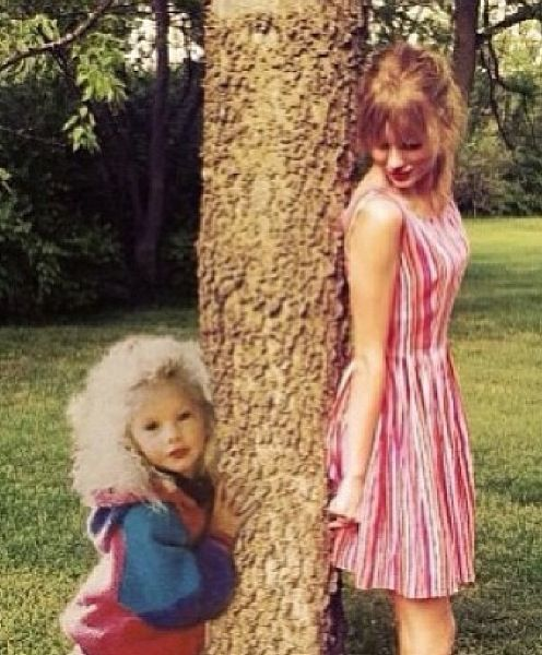 Beautiful fan art of Taylor Swift with her as a little girl and her in present time,... This picture is just adorable!