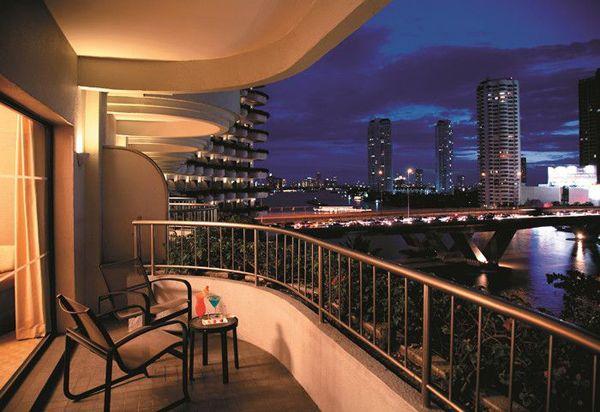 15 Small Balcony Lighting Ideas
