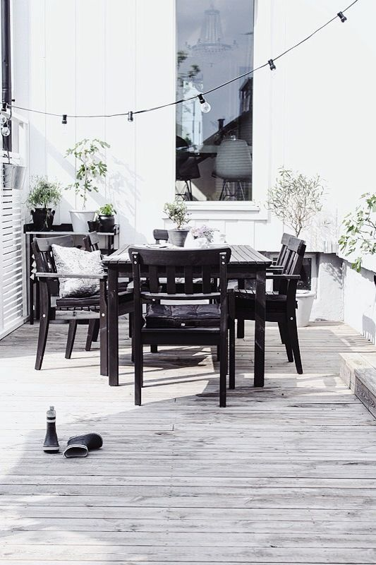 Black and White Deck Design//