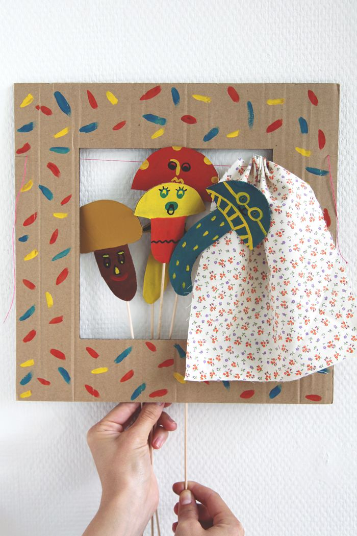 Close out the year with a super-easy afternoon craft: the cardboard puppet theater (populated by mushrooms or anything you wish). #DIY