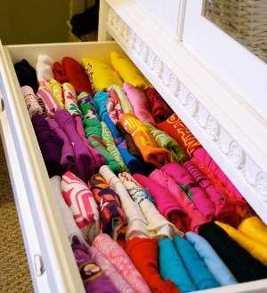 Cambio degi armadi in primavera: ecco come organizzarsi per pulire l'armadio, tirare fuori i capi più leggeri e riporre quelli pesanti invernali.