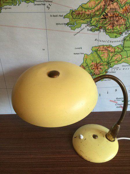 Vintage Tischlampen - Tischlampe Midcentury Industrie pastellgelb - ein…
