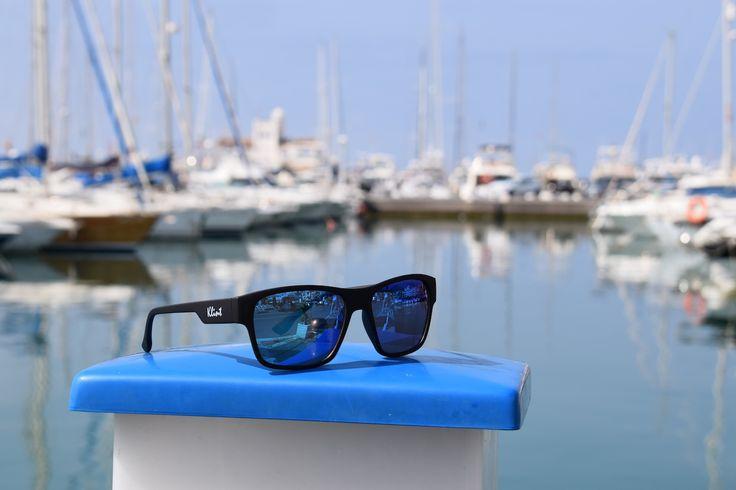 Gafas de sol Blue de la colección Indiana. Gafas para hombre con lentes azules y montura negra Rubber