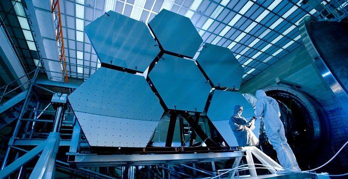 Evren hakkındaki bilinmeyenleri yaptığı birçok araştırma ile insanlığa sunan NASA çalışmalarına dur durak bilmeden devam ediyor. Bugüne kadar evrene ait fotoğraflar ve keşiflerde kullanılan Hubble Uzay Teleskobu, yerini zaman makinası olarak anılan James Webb Uzay Teleskobu'na bırakıyor. Birçok bilinmeyenle dolu olan evren için sırları keşfetmek adına yürütülen yüzlerce bilim çalışmasında ileri teknolojideki teleskoplar sayesinde farklı …