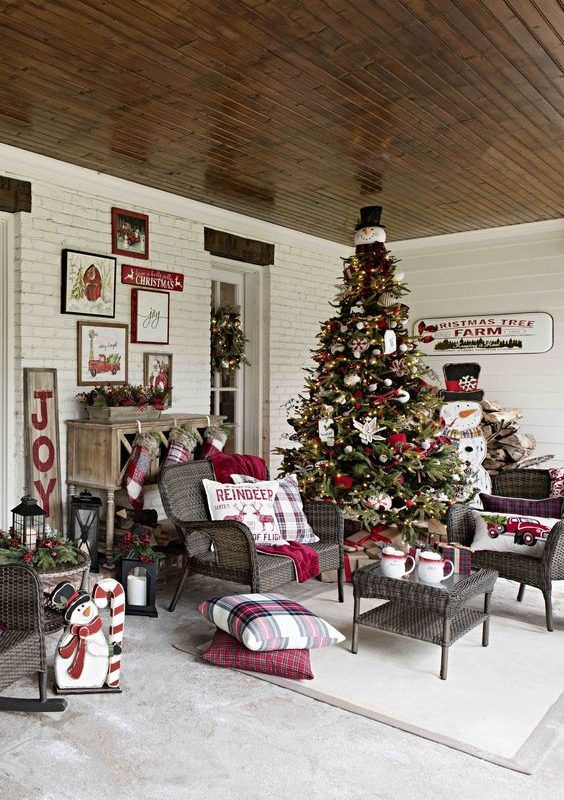 Diy Christmas Patio Decoration 14 Country Christmas Decorations Christmas Porch Decor Christmas Porch