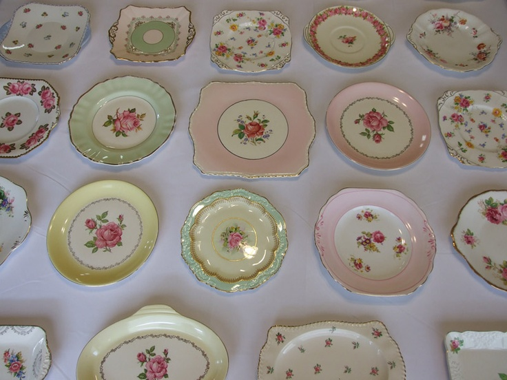 love vintage plates with rosesGardens Kitchens, Vintage Plates, Pretty Plates, Vintage Crockery, Vintage Cake, Vintage Teas, Vintage China, Vintage Rose, Cake Plates