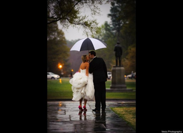 Rainy day photos: Rainy Wedding, Photo Ideas, Rainy Day, Wedding Day, Wedding Photo, Pink Shoes, Wedding Pictures, Cute Pictures, My Wedding