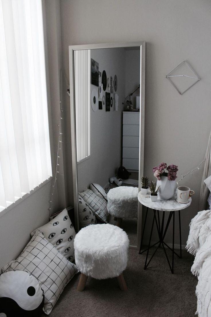 White, minimalistic bedroom! I love this! <3 #bedroom #mirror
