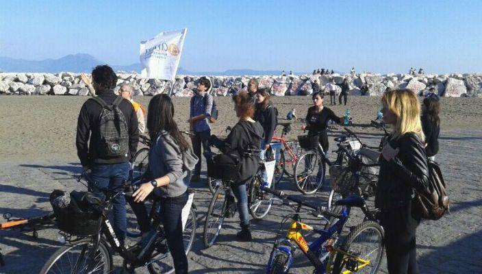 """Nasce il progetto """"I bike Naples"""", per visitare Napoli pedalando. #napoli #bicicletta #turismo #bicisightseeing"""