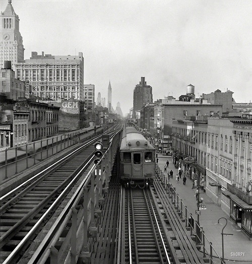 Third Avenue Elevated Railroad, New York City, 1942 (via Shorpy Historical Photo Archive)