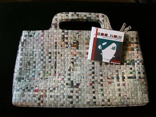 bolso de papel de periódico.