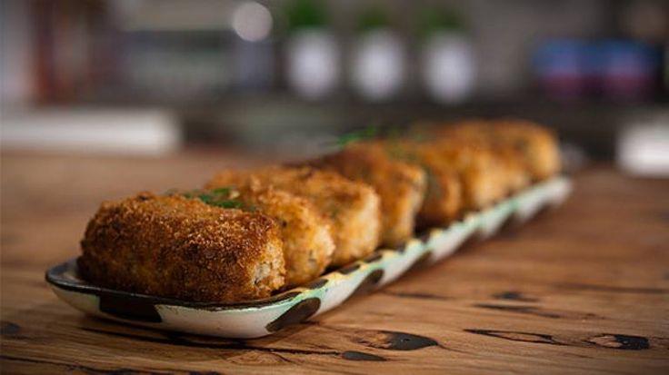 Vamos experimentar substituir a carne por tofu? #Croquetes_de_tofu #receitas #pratovegetariano #tofu #batata #cebola #alho #forno #saudável