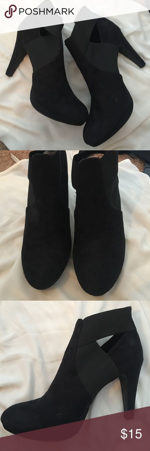 """Madden girl black suede pumps Madden girl black suede pumps gently used good condition! Super trendy suede black bootie with about a 3"""" heel Madden Girl Shoes Ankle Boots & Booties"""