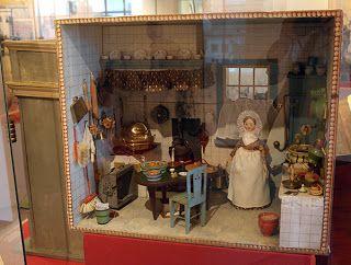 """All about dollhouses and miniatures: Poppenhuis van """"Grootje"""" Backer en ander antiek speelgoed in het Simon van Gijnhuis in Dordrecht"""
