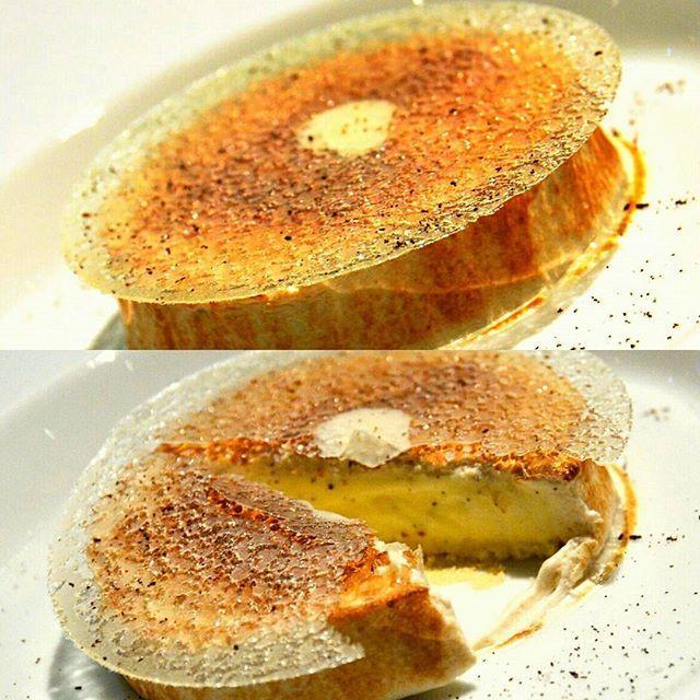 Très belle omelette norvégienne révisitée par NICOLAS PACIELLO, chef pâtissier du Prince de Galles (qui travaille avec Stéphanie Le Quellec). Remarquable équilibre ou la fleur de sel annihile le sucre nessecaire  et nous plonge dans l'univers de ce grand classique. Bravo Nicolas #philippeconticini #conticini #pâtisserie #desserts #gateaux #cakes #pastry #sugar #meringue #vanilla #fleurdesel #nicolaspaciello