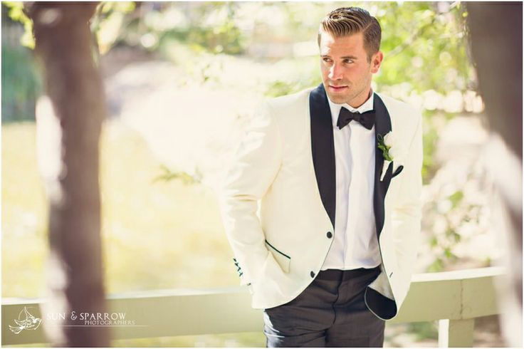 Groom Suit idea for a Black + White color themed wedding \\ Photo Credit: Sun and Sparrow Photography #blackandwhitewedding #groom