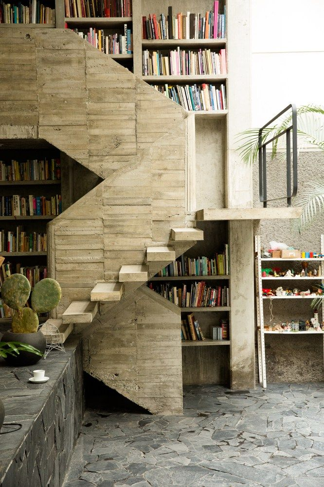 17 best images about bookshelves reading places on for Escaleras de cemento para interiores