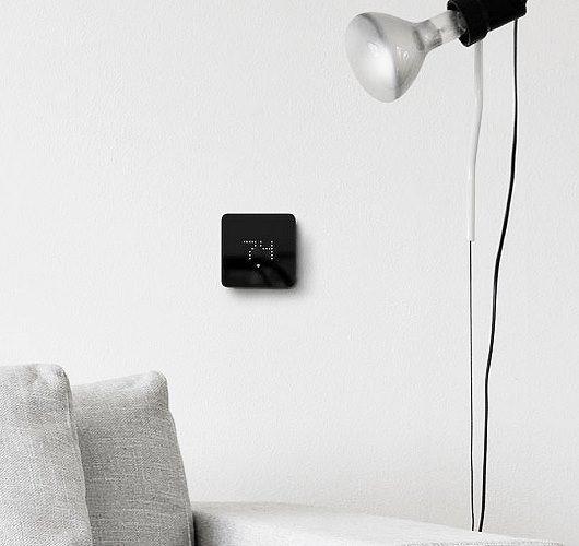 Dieses Thermostat sieht nicht nur gut aus, sondern bietet durch die Smart Home Verbindung, eine einfache Kontrolle über Heizung und Kühlung, auch von unterwegs. Hier entdecken und shoppen: http://sturbock.me/4mh