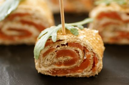 Roulés de crêpes au saumon, amuses bouches pour apéritif