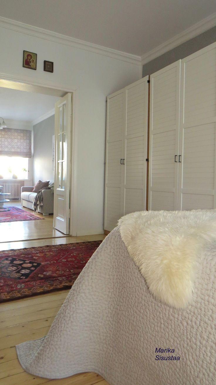 Makuuhuone, vaalea, harmaa, valkoinen, itämainen matto