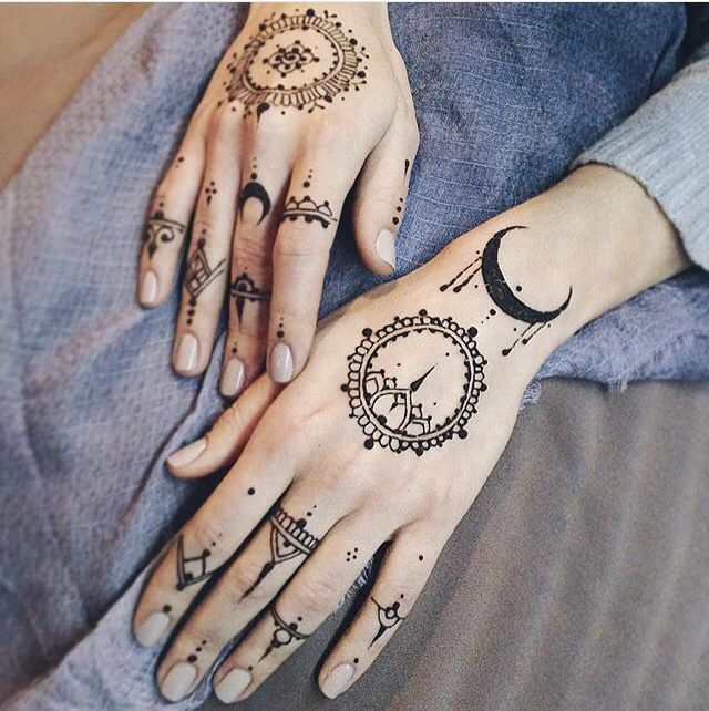 Simple Sun Henna Tattoo Designs: The 25+ Best Henna Moon Ideas On Pinterest