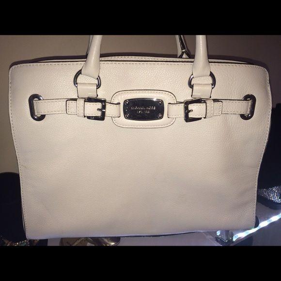 Michael Kors I have tag price drop  ⛔️ ⏰❌⏳ Michael Kors bag 🍂🍁🍂🍁🍂🍁🍁 ••••price Drop••••• Mint Condition Michael Kors Bags