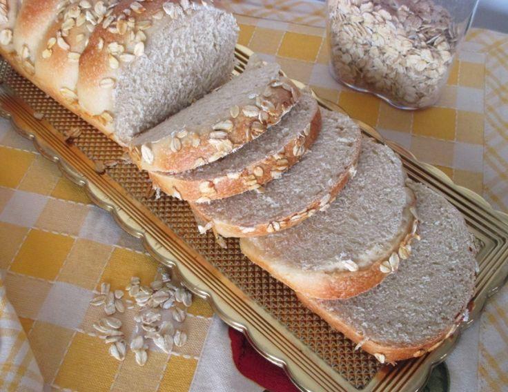 Come preparare un pan bauletto utilizzando un cereale che fa molto bene al nostro organismo e ricco in fibre vegetali, l'avena! Ricetta per preparare un soffice e light pan brioche corredata di passo passo fotografico.