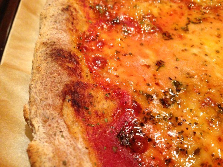 Pizza su pietra refrattaria
