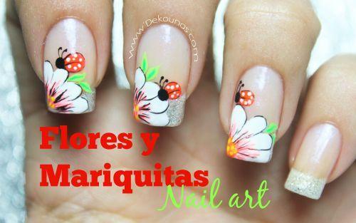 Decoración de uñas floresy mariquitas