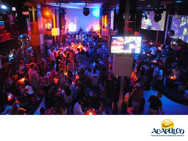 #informacionsobreacapulco Visita los bares de Acapulco. NOTICIAS DE ACAPULCO. Acapulco cuenta con infinidad de bares que le han dado el reconocimiento a nivel internacional por su gran vida nocturna. Puedes encontrar desde los más conocidos y fiesteros como el Palladium, hasta los más tranquilos y no tan conocidos, donde también podrás comer y cantar. Te invitamos a visitar los bares de Acapulco, durante tu siguiente viaje. www.fidetur.guerrero.gob.mx
