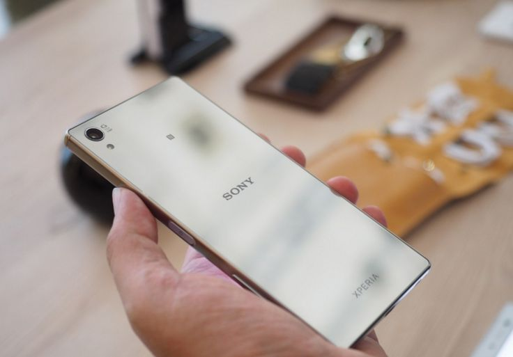 Sony Xperia Z5 Premium, the combination of excellent battery life, great specs, expandable memory and a sleek form factor.