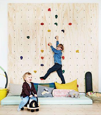 Lækker indretning til et børneværelse for børn fuld af krudt og energi. Hvem drømmer ikke om at have plads til sådan en væg?