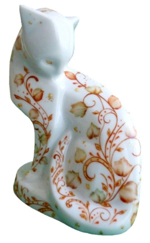 Chat en porcelaine décor feuilles d 'or