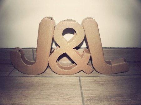 Le lettere XXL sono una delle ultime tendenze in tema di decorazioni di nozze. Se vi piace l'idea ma non volete spendere una fortuna, potete ricorrere al fai-da-te seguendo questo facile tutorial.