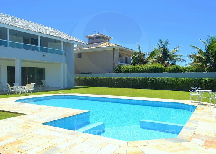 Lazer a céu aberto fica por conta da bela piscina margeada por